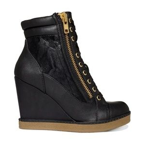Report: Fife Lace Up Wedge Sneaker